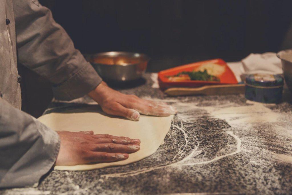 história-culinária-como-são-feitas-as-pizzas-na-Itália